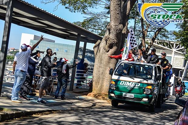 Pilotos chegam para os fans (Foto: Barbara Bonfin/OSR)