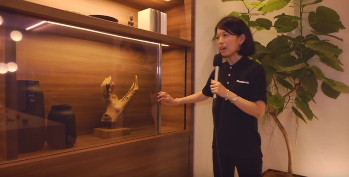 Panasonic apresenta TV OLED com tela transparente (Divulgação/Panasonic)