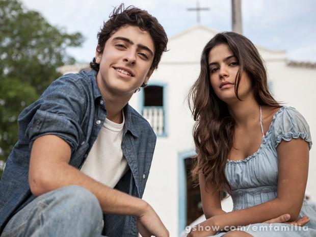 Eike Duarte e Julia Dalavia vivem o casal na primeira fase da novela (Foto: Inácio Moraes/TV Globo)