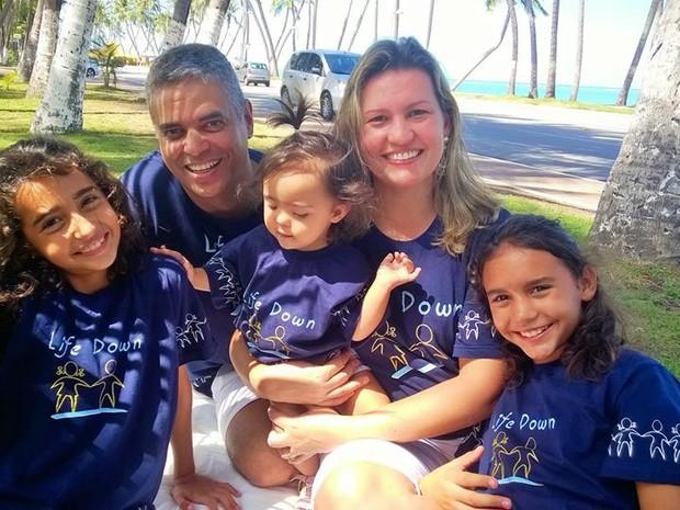 Família faz atividade de lazer para divulgar site (Foto: Arquivo Pessoal/Juliana Gomes)