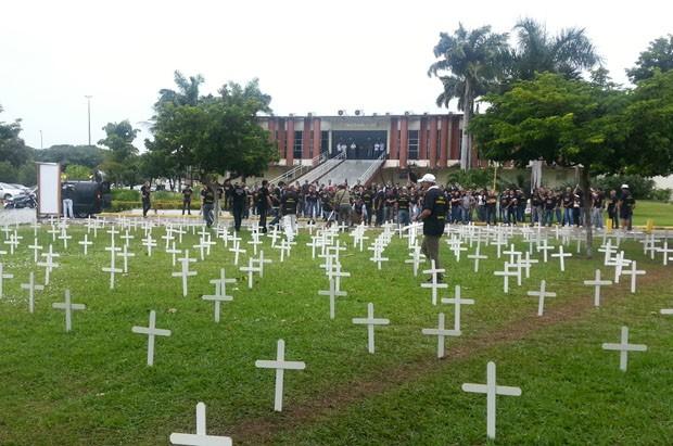 Policias Civis protestam em frente à Governadoria (Foto: Jorge Talmon/G1)