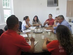 Reprentantes do Incra, Sudema e do MST participaram de uma reunião na sede do órgão (Foto: Jorge Machado/ G1)