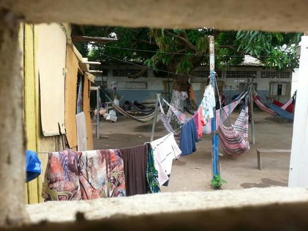 Conforme o agente, presos construíram no pátio da penitenciária uma espécie de 'vila' (Foto: Arquivo Pessoal)