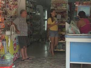 'Não estou sabendo de nada', afirma dona do comércio (Foto: Reprodução/ TV TEM)