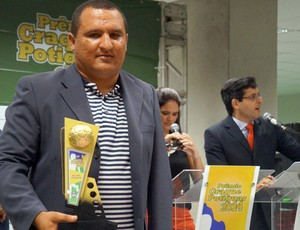 Higor César, do Globo FC, foi eleito o melhor treinador do Campeonato Potiguar 2014 (Foto: Augusto Gomes/GloboEsporte.com)