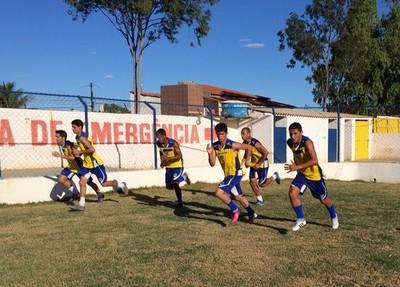 Jogadores treinam para a estreia (Foto: Paulo Ricardo Sobral/ TV Grande Rio)
