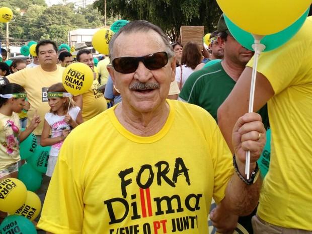 O pecuarista Raul Brenner, de 69 anos, diz estar insatisfeito com a situação do país (Foto: Lislaine dos Anjos/G1)