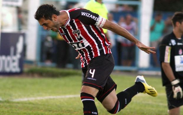 Rhodolfo comemora gol do São Paulo contra o Penapolense (Foto: Ag. Estado)