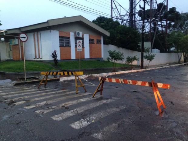 Rua General Osório está bloqueada para a passagem de veículos (Foto: Felipe Truda/G1)
