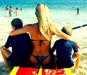 Dani se sente realizada com os dois meninos (Foto: Arquivo Pessoal)