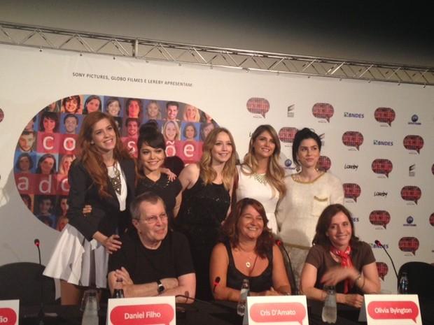 Sophia Abrahão e elenco de Confissões de Adolescente (Foto: Bárbara Vieira / EGO)