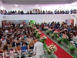 Casamento Comunitário em Ferraz de Vasconcelos (Foto: Reprodução/TV Diário)