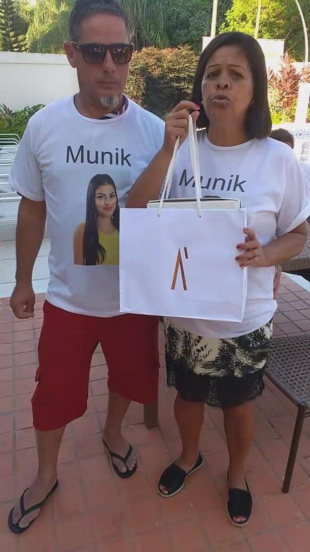 Pais da Munik  (Foto: Ego)
