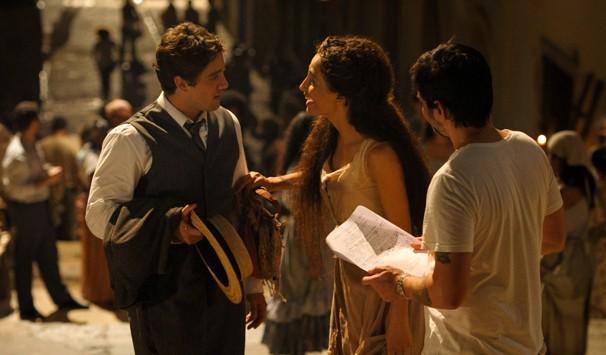 Vinicius Coimbra grava ensaia com os atores (Foto: João Cotta/ TV Globo)