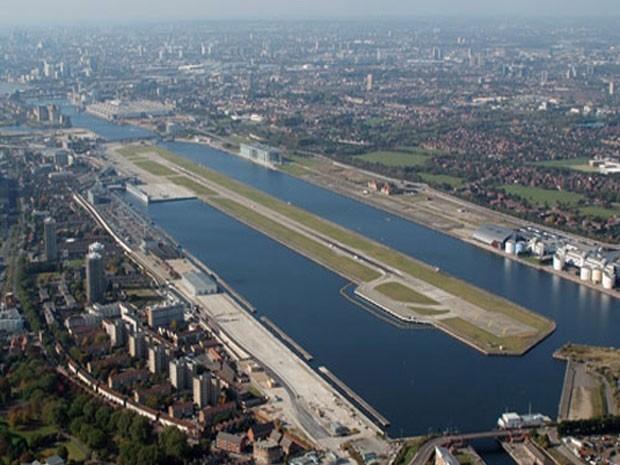 Aeroporto London Cuty, eleito um dos que oferecem os pousos mais belos do mundo (Foto: Divulgação/PrivateFly)