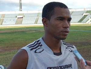 Fábio Neves, meia do Botafogo-PB (Foto: Lucas Barros / Globoesporte.com/pb)