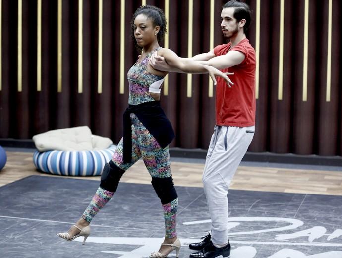 Negra Li ensaia de salto alto para o 'Dança' (Foto: Inácio Moraes / Gshow)