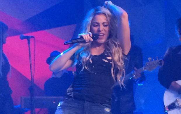 No Brasil para encerramento da Copa, Shakira se apresenta no Fantástico.  (Foto: Leandro Cavalcanti/TV Globo)