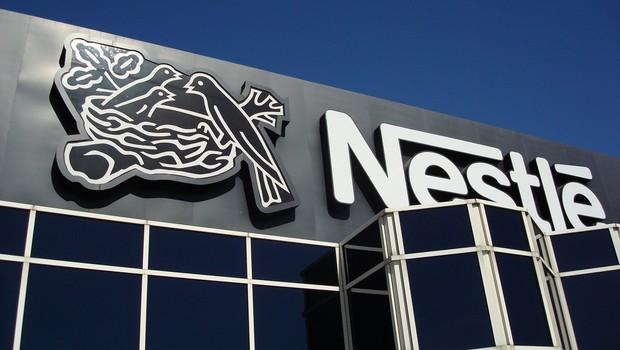 Logotipo da Nestlé e visto no alto da sede da empresa em Glendale (Foto: Getty Images/Arquivo)