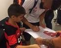 Sorriso aberto: Garoto vê ídolos do Fla, assiste a jogo e faz pedido a Guerrero