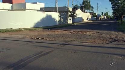 Buracos em bairros de Araçatuba têm causado acidentes