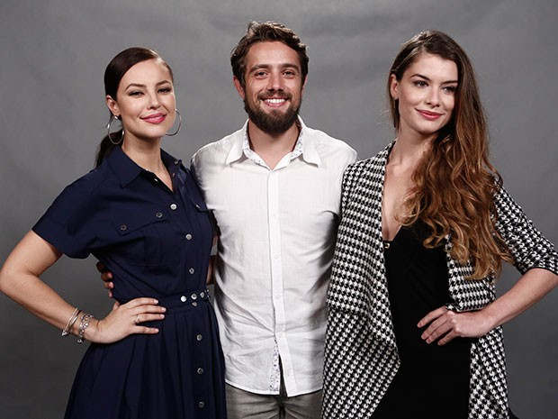 Protagonistas da trama, Paolla Oliveira, Rafael Cardoso e Alinne Moraes posam juntos (Foto: Inácio Moraes/Gshow)