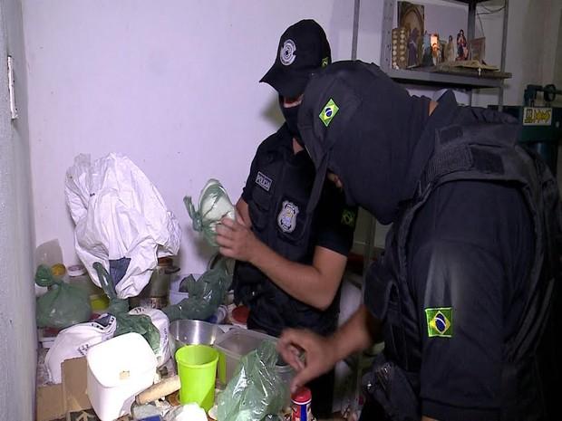 Laboratório foi encontrado na cozinha de uma casa na Zona Leste de Teresina (Foto: Reprodução/TV Clube)