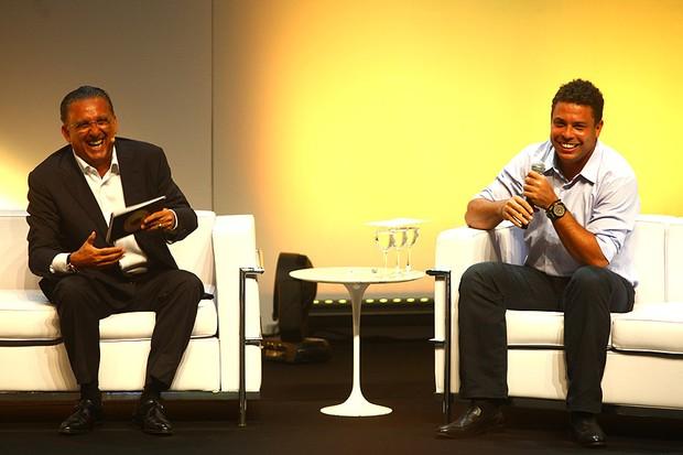 Galvão Bueno e Ronaldo em evento em São Paulo (Foto: Iwi Onodera / EGO)