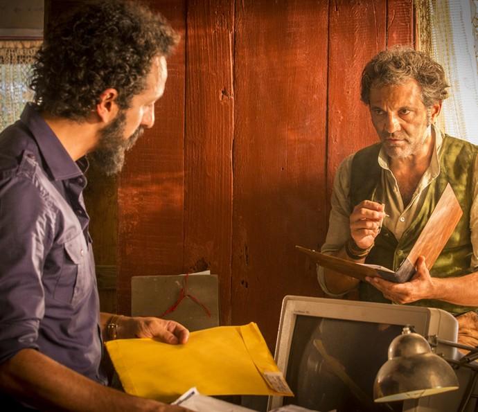 Santo se assusta com a notícia sobre Miguel  (Foto: Felipe Monteiro/Gshow )
