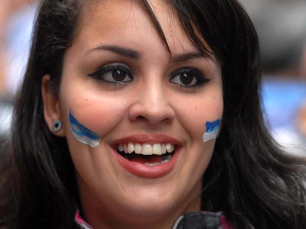 Manifestantes  pintaram o rosto com as cores da bandeira do Rio de Janeiro (Foto: Alexandre Durão/G1)
