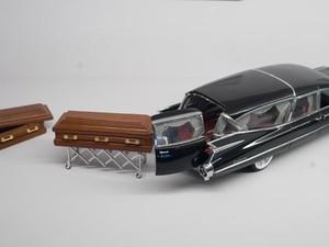Miniatura de carro funerário exposto no museu (Foto: Joe Klamar/AFP)