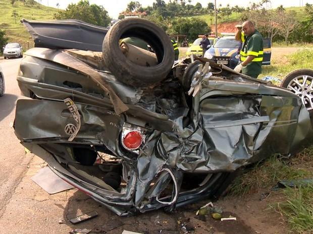 Criança é ejetada de carro no Espírito Santo em acidente com mais 8 feridos, diz PRF (Foto: Reprodução/TV Gazeta)
