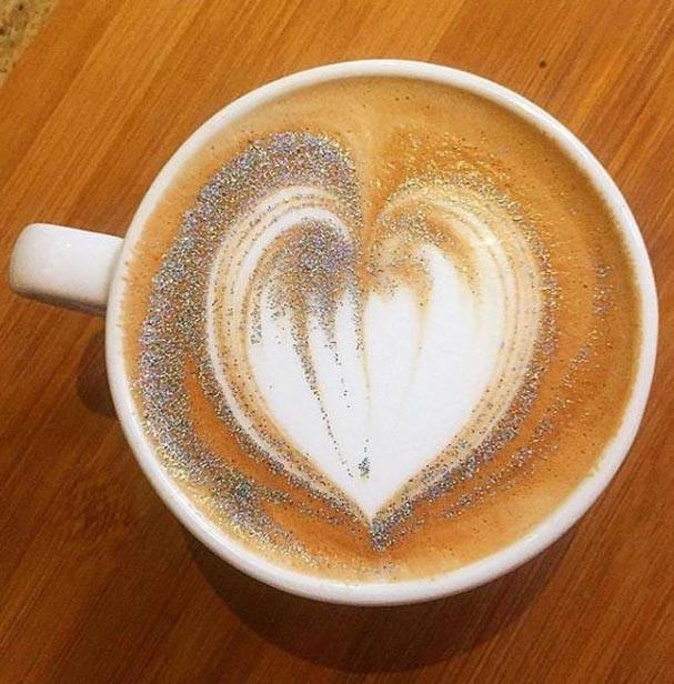 Café com glitter (Foto: Reprodução/Instagram)
