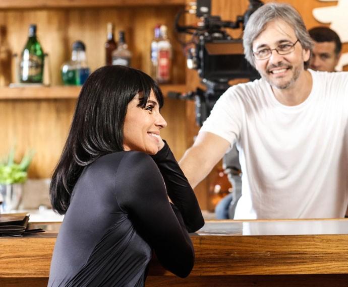 O diretor Paulo Silvestrini observa atentamente Giovanna Antonelli durante ensaio (Foto: Ellen Soares / Gshow)
