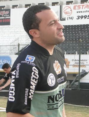 Acleisson, volante do Comercial (Foto: João Fagiolo)