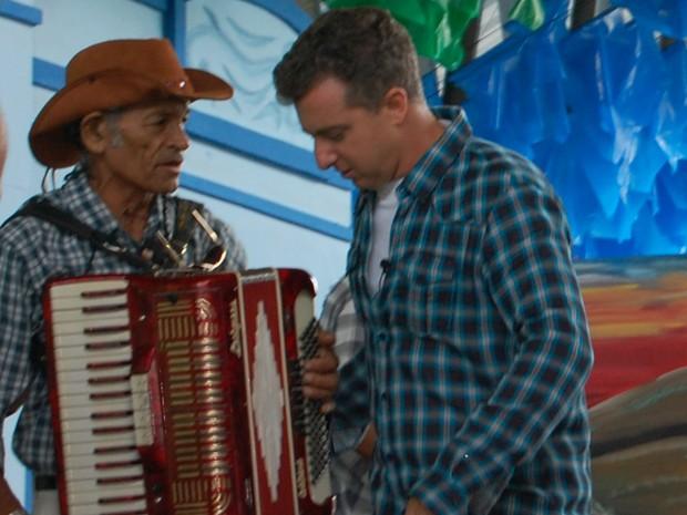 Apresentador Luciano Huck e sanfoneiro gravaram programa especial em Campina Grande (Foto: Taiguara Rangel/G1)