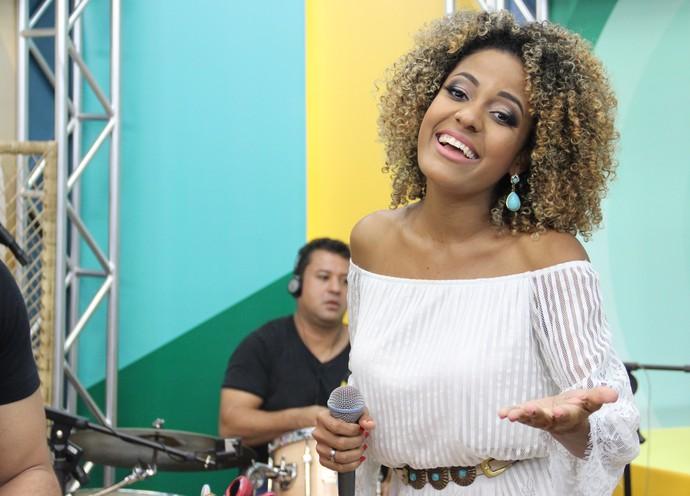 Jéssica Stephens é noiva do ex-'The Voice' Elias Moreira (Foto: Katiúscia Monteiro/ Rede Amazônica)