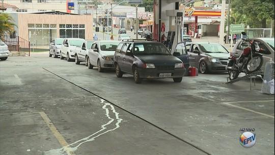Segunda-feira é marcada com filas em postos de combustíveis em Poços