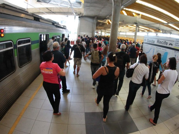 Último abuso ocorreu dentro do metrô do Recife (Foto: Marlon Costa/Pernambuco Press)