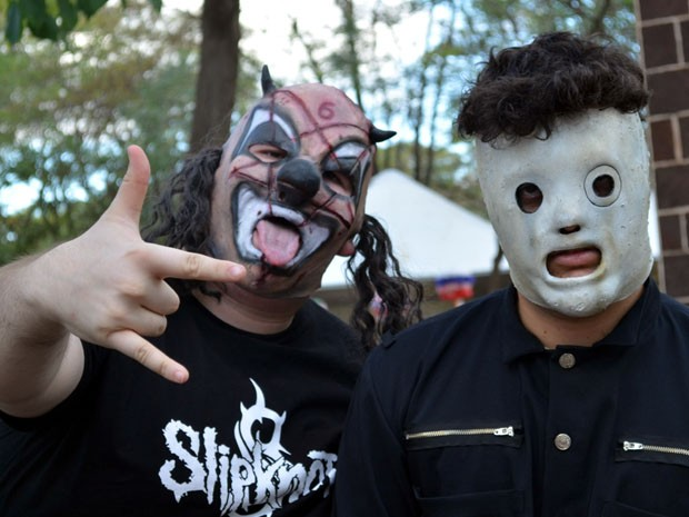 Roqueiros prestam homenagem a integrantes da banda Slipknot. (Foto: Rodolfo Tiengo/ G1)