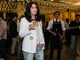 Em sua primeira visita ao Brasil, Cher toma champanhe em evento em SP