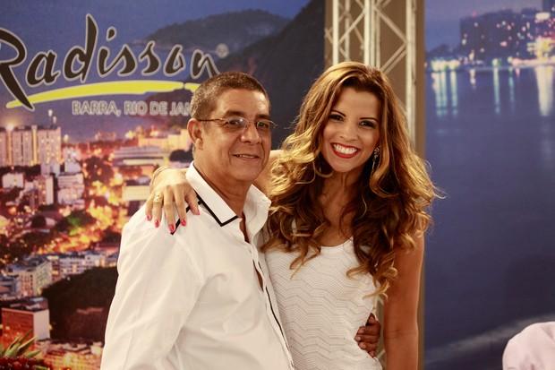 Zeca Pagodinho e Renata Santos na gravação do programa Samba de Primeira (Foto: Isac Luz / EGO)
