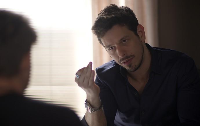 Léo conta seus planos para Lázaro (Foto: TV Globo)