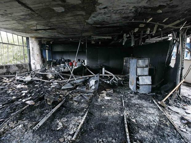 Fogo destruiu área administrativa no terceiro andar. (Foto: Lúcia Sebe/Imprensa MG)
