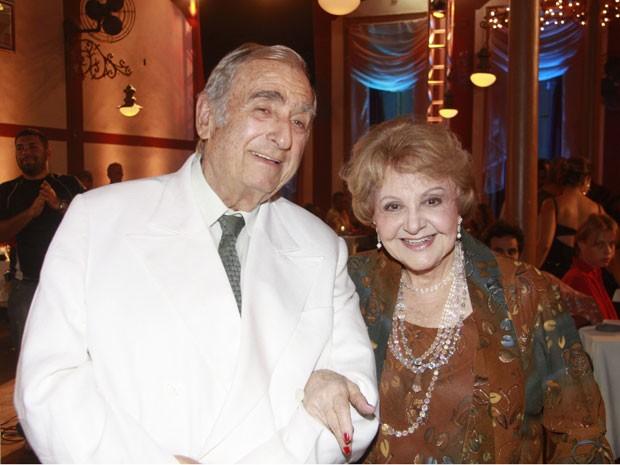 Elias Gleizer e a parceira de cena Eva Todor, em Caminho das Índias, em 2009 (Foto: TV Globo)