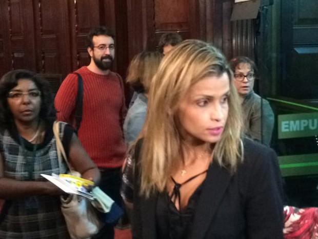 Cristiana Bento chega para participar de audiência pública na Alerj (Foto: Henrique Coelho/G1)