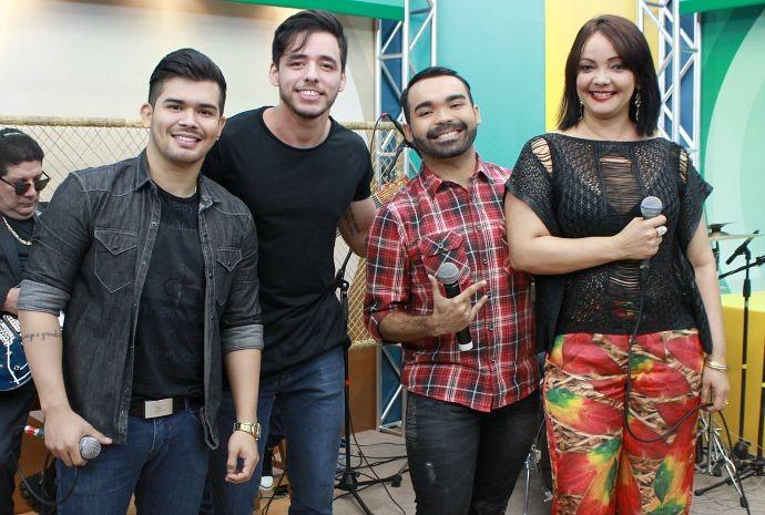 João Victor & Rodrigo canta ao lado de Fátima Silva no Paneiro (Foto: Katiúscia Monteiro/ Rede Amazônica)