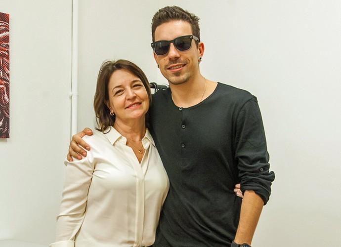 Mãe coruja, Elena adora acompanhar o filho no The Voice Brasil (Foto: Artur Meninea/Gshow)