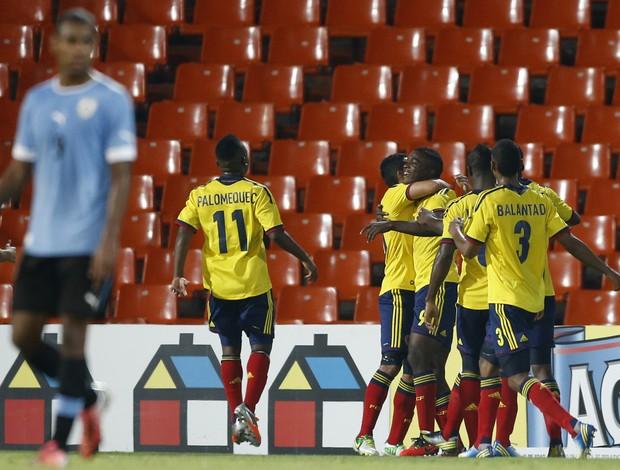 Jogadores colombianos comemoram o gol da vitória sobre o Uruguai (Foto: AFP)