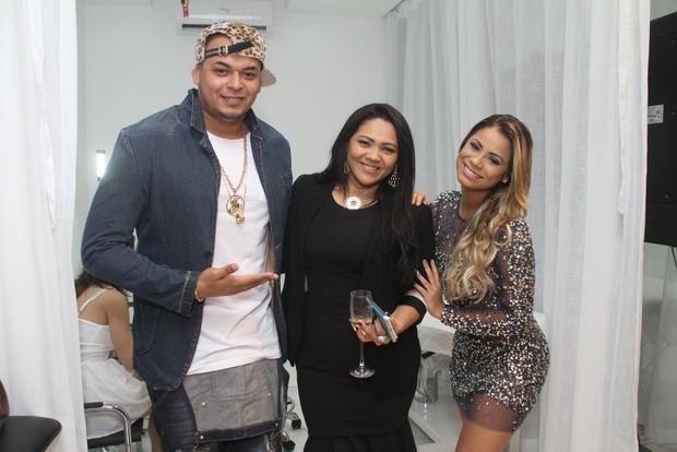 O pagodeiro Cacau Junior, a empresária Darlin Ferratry e Lexa (Foto: Thyago Andrade- Brazilnews)